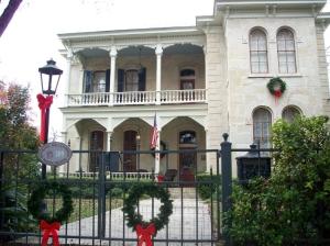 xmas-kw-street-house